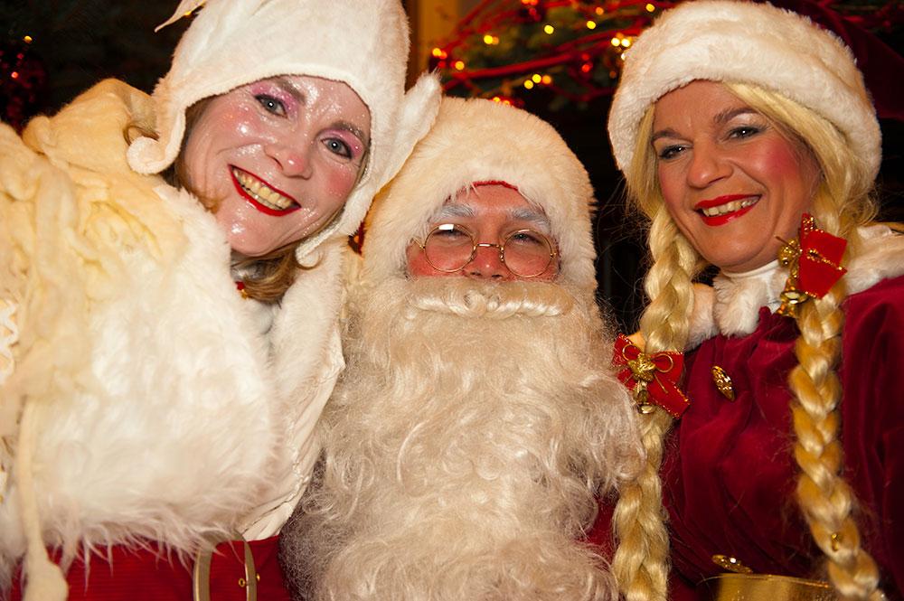 kerstman kerstelf en kerstvrouw in Roermond